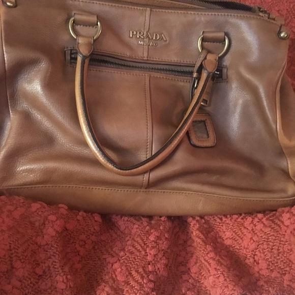 64ef77864fb7 Louis Vuitton Handbags - 💥💥WEEKEND FLASH SALE 💥💥BEAUTIFUL PRADA BAG!